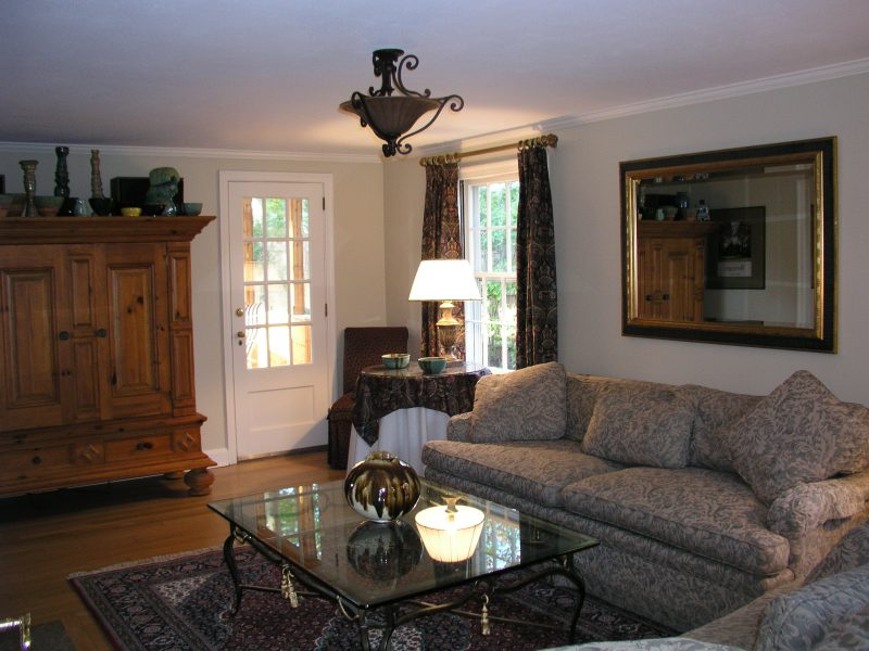 Living Room Before - Home Staging with Fabric